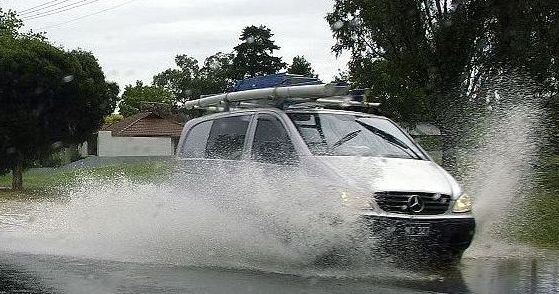 Vehicle_hydroplaning